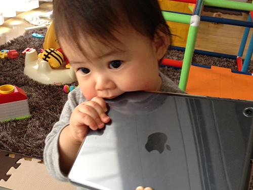 ムスメ1歳2ヶ月 iPadで遊ぶ