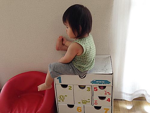 落書き大好き1歳6ヶ月とベネッセすっくのダンボールボックス